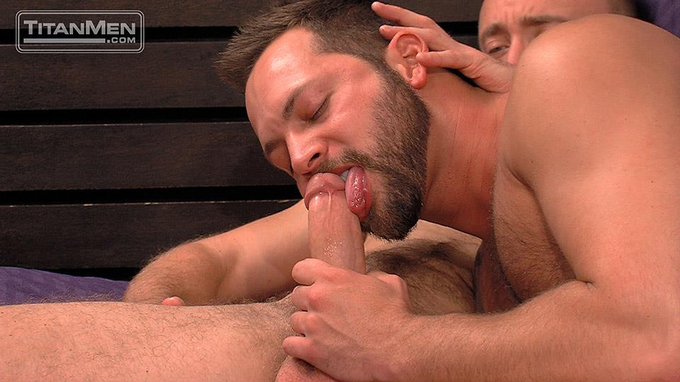 Gay muscle blowjob