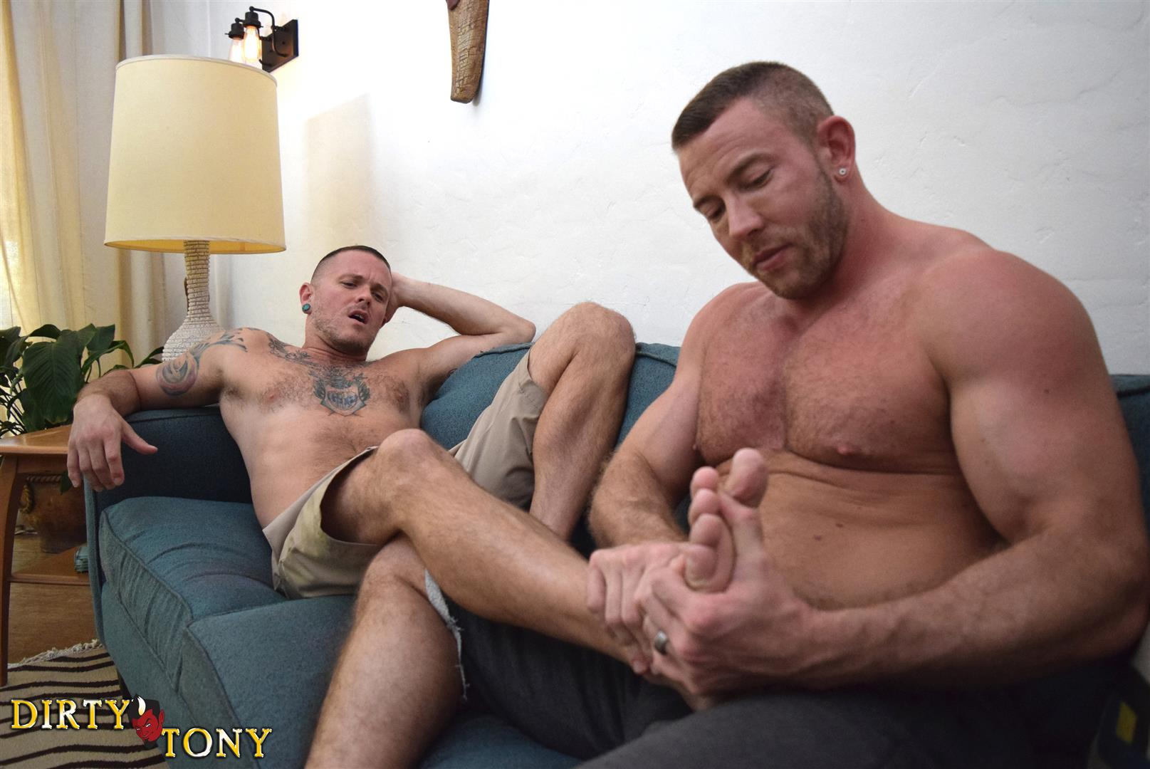Dirty-Tony-Shay-Michaels-and-Max-Cameron-Hairy-Muscle-Hunk-Bareback-Amateur-Gay-Porn-04 Hairy Muscle Hunk Shay Michaels Barebacking Max Cameron